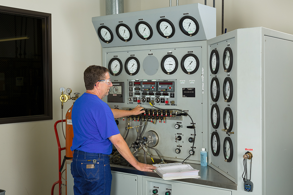 Functional testing of an APU Fuel Control.