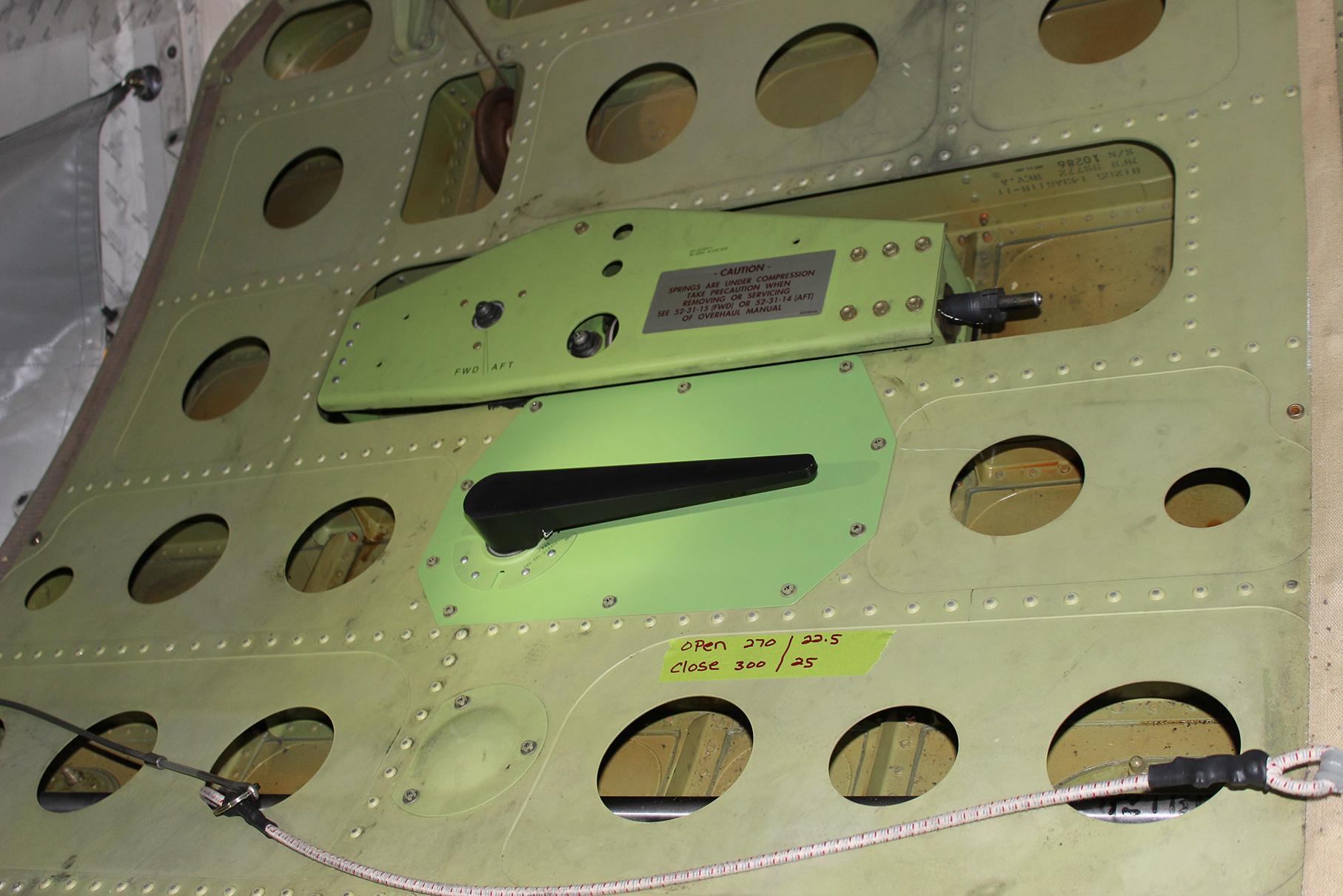 B737/NG cargo door latch STC installed (inside view)