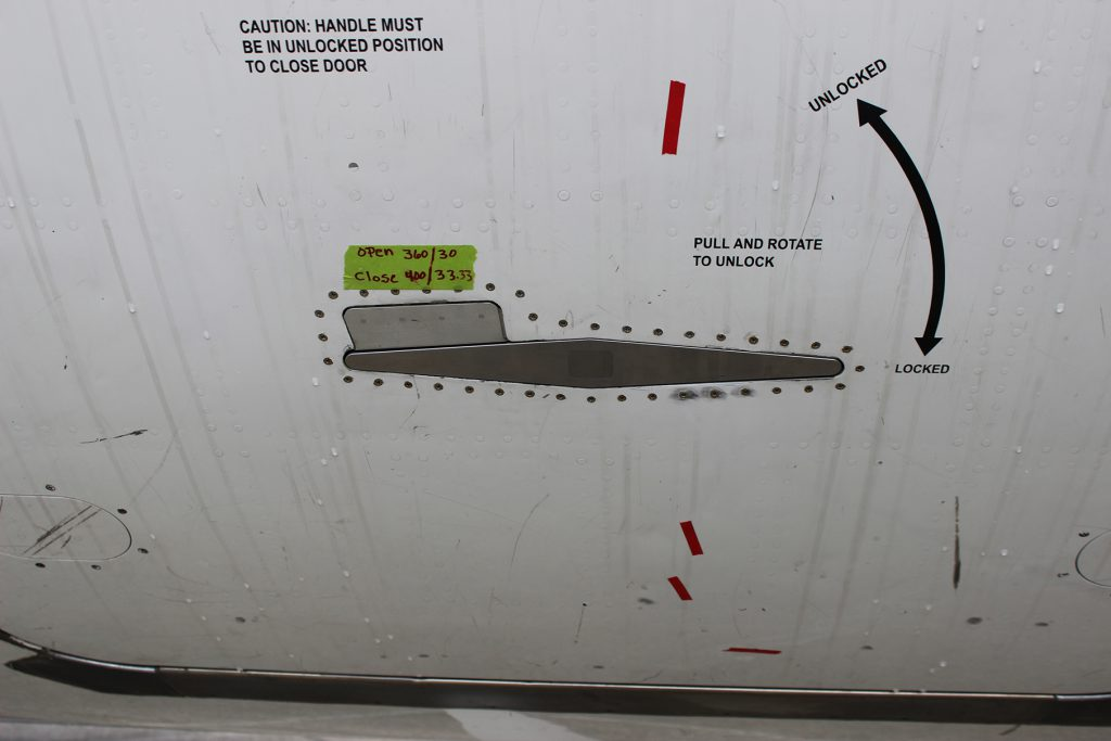 B737/NG cargo door latch STC installed