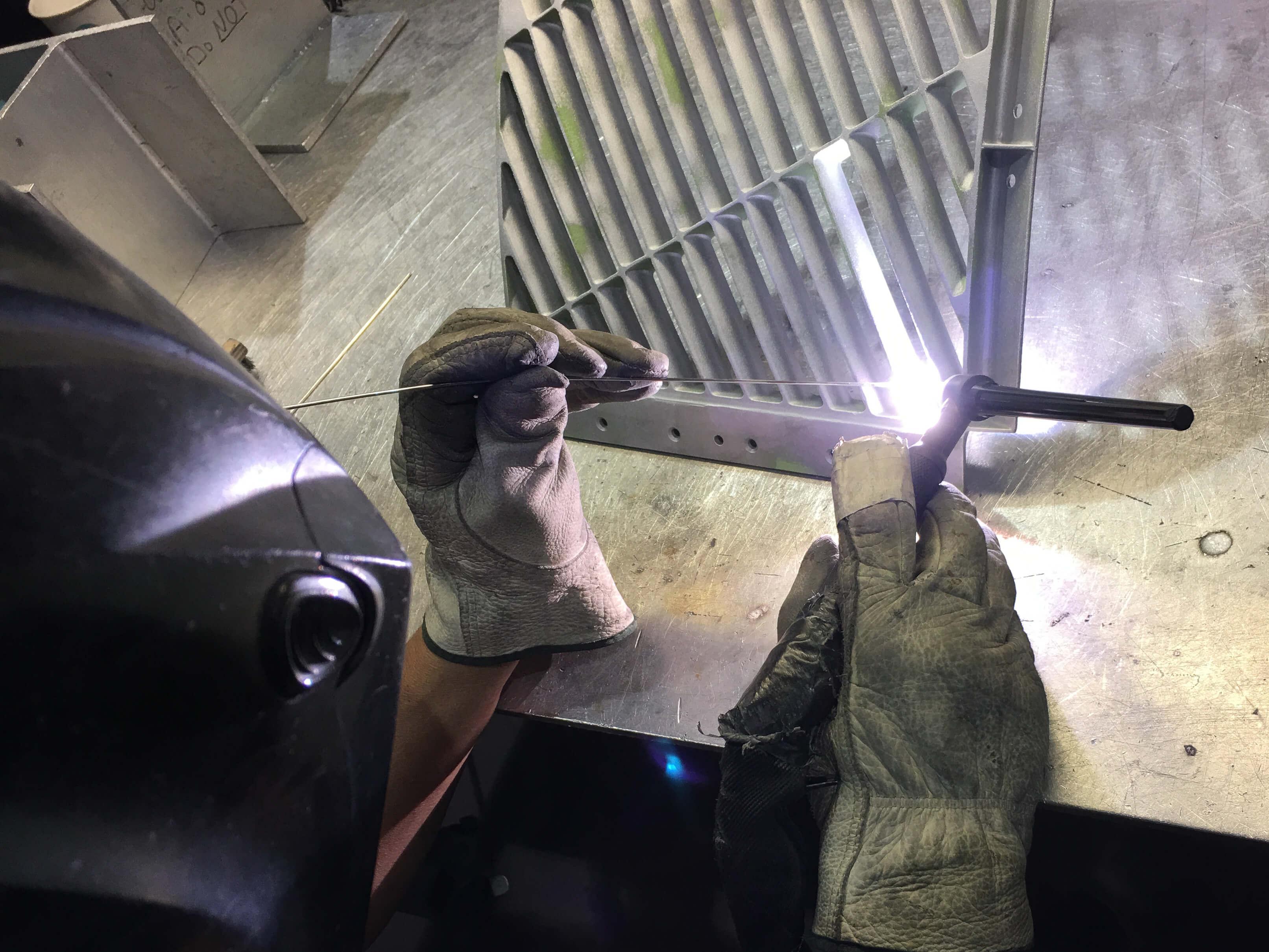 Weld repairing a crack on a CRJ 100/200 cascade