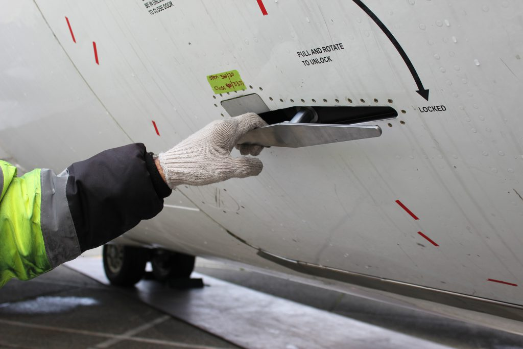 B737/NG cargo door latch STC in operation